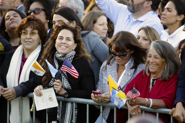Spectators hoping for a glimpse of Pope Francis crowd the South Lawn of the White House in Washington, Wednesday, Sept. 23, 2015, before the official state arrival ceremony where President Barack Obama will welcome the pope. (AP Photo/Pablo Martinez Monsivais)